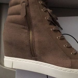Steve Madden wedge sneakers size 9
